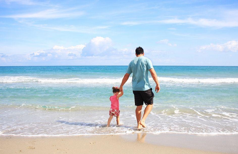 Sonnenschutz für Kinder: So kommen auch die Jüngsten mit heiler Haut durch den Spanien-Sommer